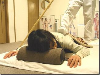 なごみ整体院 腰の痛みなどそれに準ずる症状へ行う施術です。